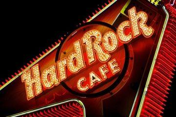 Hard Rock Cafe di Firenze, un angolo di America sotto i portici di Piazza della Repubblica a Firenze. Buona musica, straordinari Hamburger e divertimento