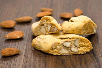 L'azienda Amari produce tante varietà di biscotti tipici della Toscana, tra cui i deliziosi Cantuccini di Prato ai Fichi