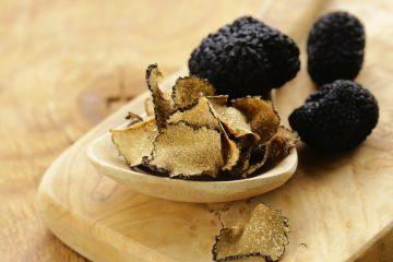 Dal 1920 i Savini sono una famiglia di tartufai, famosa in Toscana per la qualità delle sue salse, creme e patè di tartufo