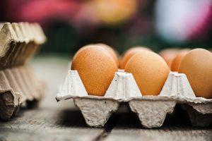 Consigli pratici per tutti i consumatori: ecco come leggere i numeri, o meglio il codice identificativo, sui gusci delle uova di gallina che compriamo.