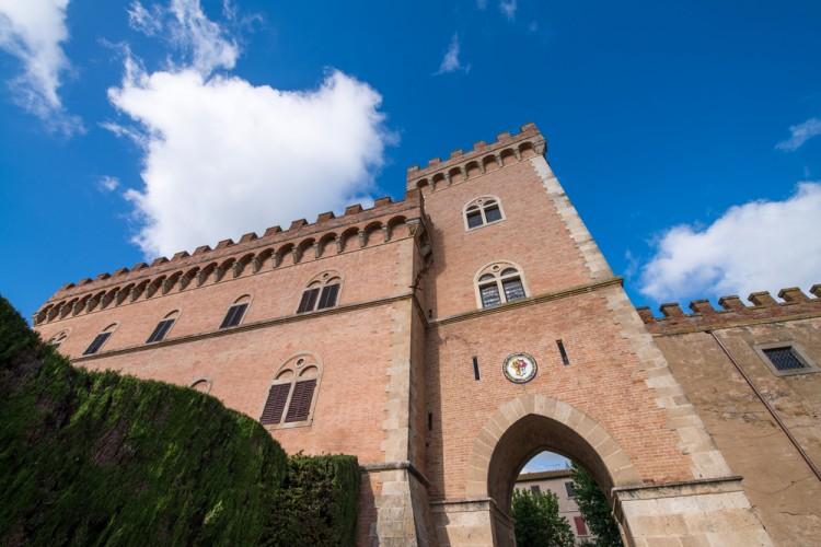 Le 5 ragioni per passare un weekend a Bolgheri (Livorno) immersi nelle vigne toscane vicine al mare