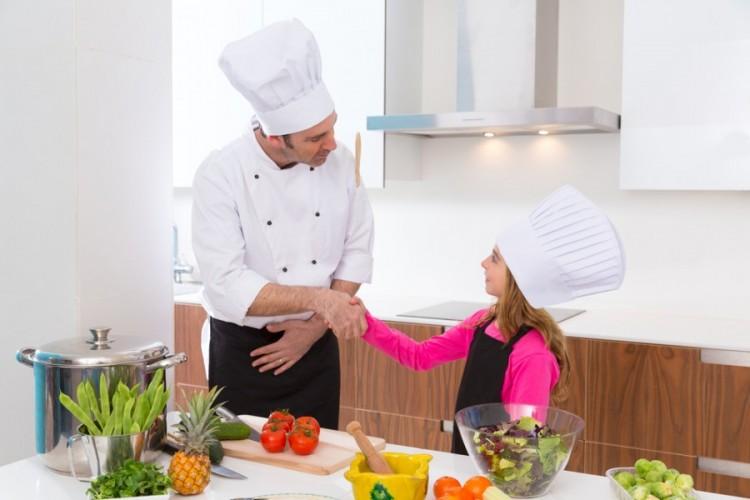 Corsi di cucina per bambini in toscana arrivano i piccoli for Piccoli piani di cucina