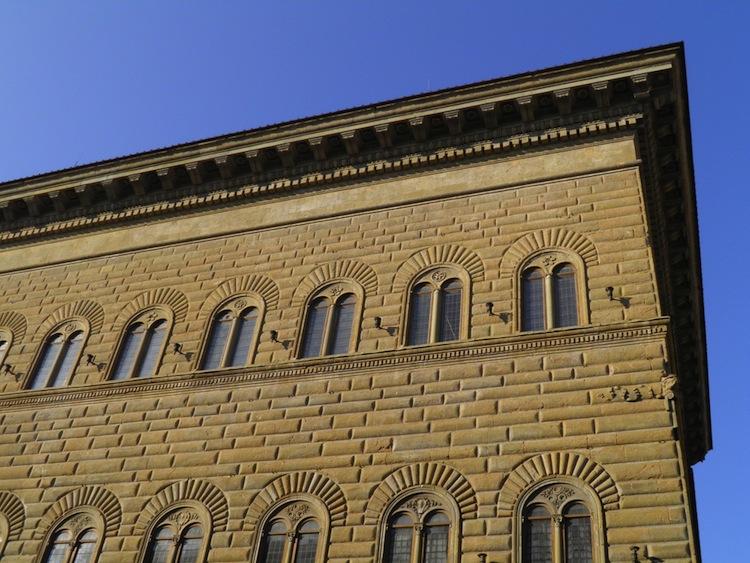 Dal 10 marzo al 23 luglio 2017 a Palazzo Strozzi di Firenze si terrà la mostra Rinascimento elettronico del masetro di videoarte Bill Viola