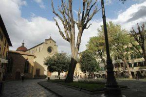 Un originale tour di Firenze da percorrere a piedi tra le piazze dell'Oltrarno, tra i quartieri di San Frediano e Santo Spirito