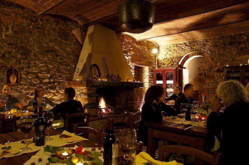 Accanto alle Terme di Sassetta si trova il Podere La Cerreta dove degustare piatti tipici della tradizione toscana