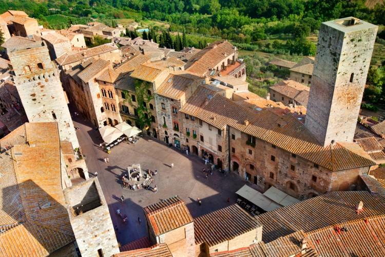 Durante il giro in mongolfiera in toscana sorvolerete San Gimignano, uno dei borghi medevali più belli di Italia