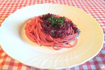 La ricetta degli Spaghetti alla barbabietola rossa è una ricetta facile, veloce e gustosa