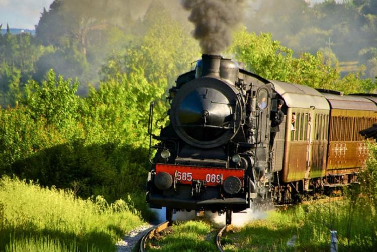 gita alle crete senesi con il treno a vapore