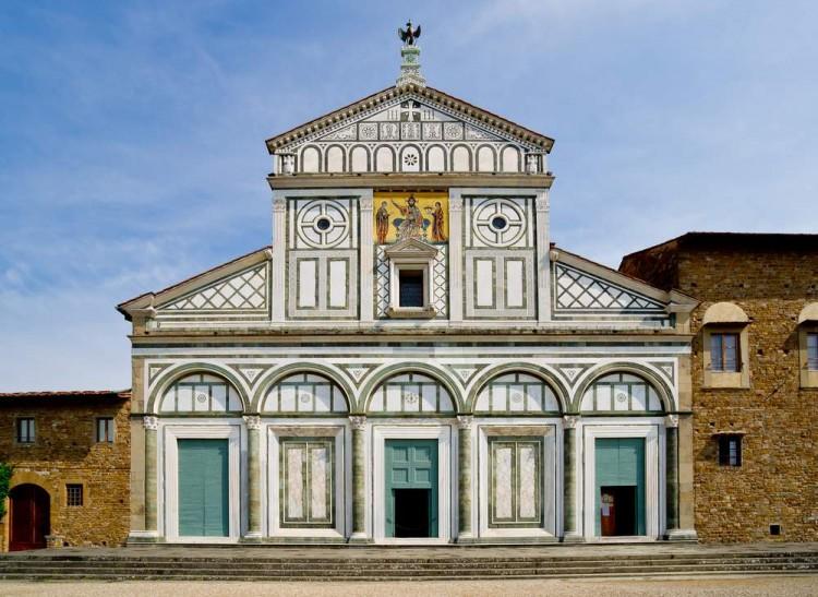 La chiesa di San Miniato a Firenze si trova vicino al Piazzale MIchelangelo, uno dei 10 luoghi più fotografati al mondo