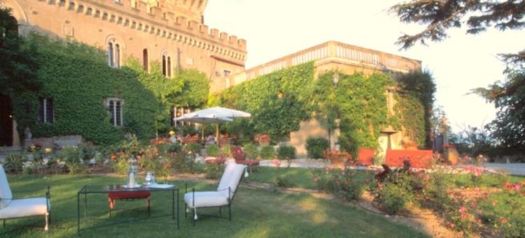"""Il Castello di Magona a Campiglia Marittima, Livorno, è un soggiorno ideale per i partecipanti del """"Maggiolino Etrusco Rewind"""" che passeranno il weekend in Toscana"""