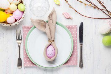 Decorazioni per la tavola del brunch di Pasqua