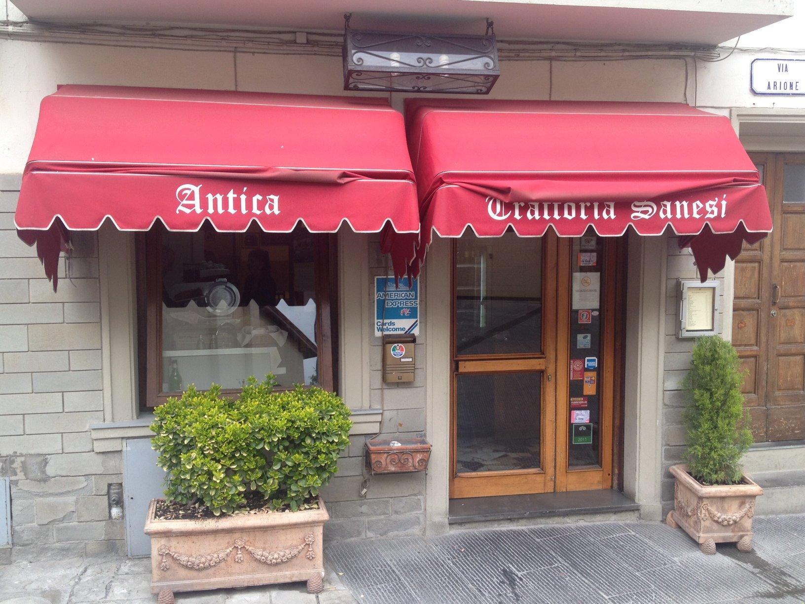 L'Antica Trattoria Sanesi è uno dei ristorranti tipici più famosi di Firenze, dove si trova un'ottima cucina toscana al giusto prezzo