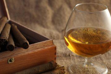 Il Sigaro Toscano nasce a Firenze, per caso, a fine 800. Tra i sigari più apprezzati al mondo, è perfetto da gustare con Vinsanto e cioccolato
