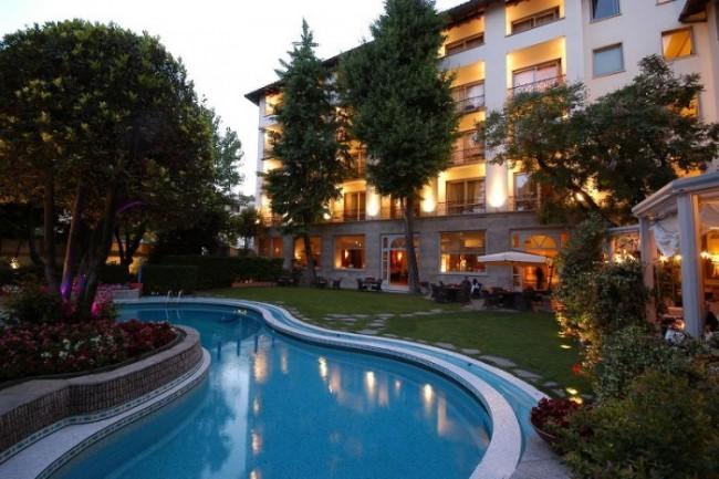 I 4 migliori hotel per un gustare un ottimo aperitivo in piscina a Firenze