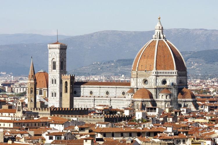 Tra i 7 simboli della Toscana, a Firenze troviamo il Duomo e il Campanile di Giotto
