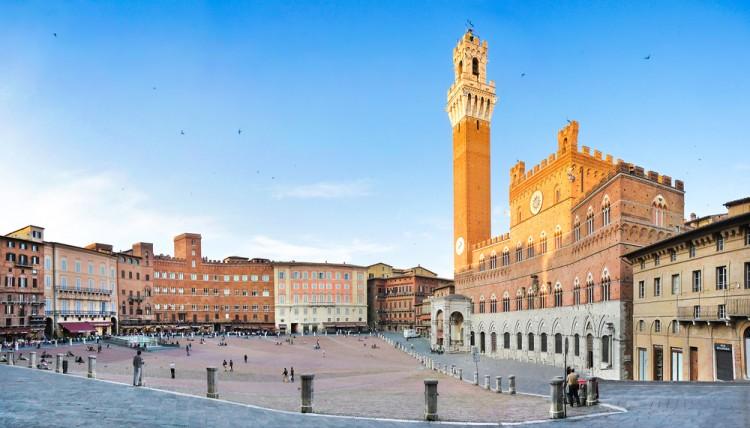 Tra i 7 simboli della Toscana, a Siena troviamo il Palio e Piazza del Campo