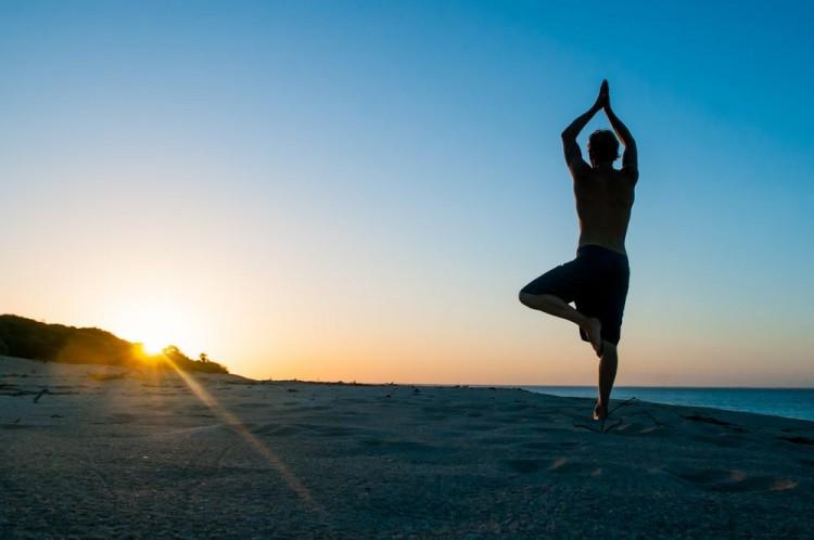 La disciplina dello yoga si è recentemente diffusa in Occidente