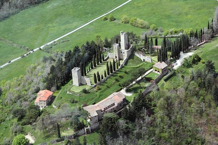 Il Castello di Romena, Arezzo, sorto nell'anno MIlle, ospita il Museo delle Armi.