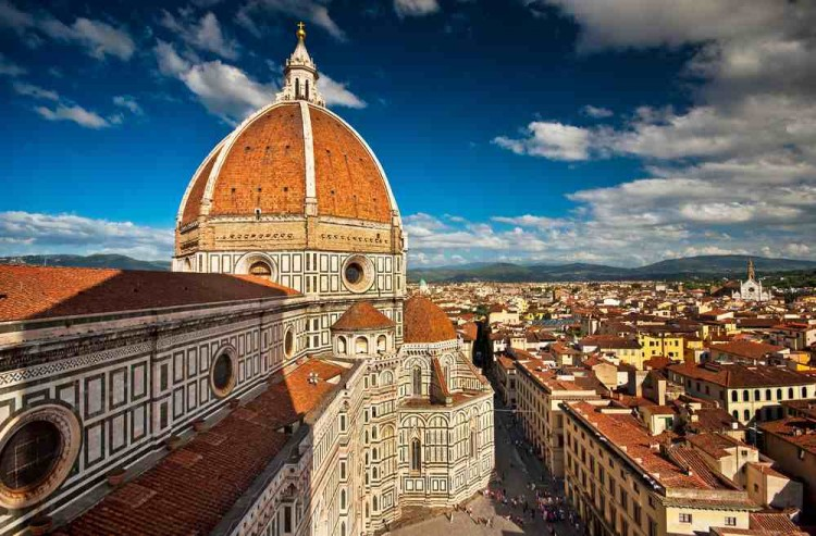 Cerchi una gelateria a Firenze? Mappa delle 10 migliori gelaterie a Firenze, dove ogni gelato è una creazione artigiana piene di felicità.