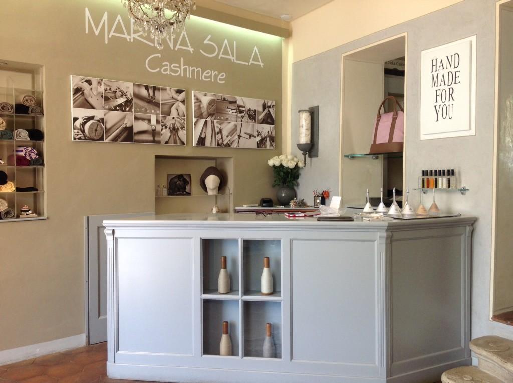 Il negozio di Marina Sala Cashmere Made in Tuscany, si trova a Portoferraio, Isola d'Elba