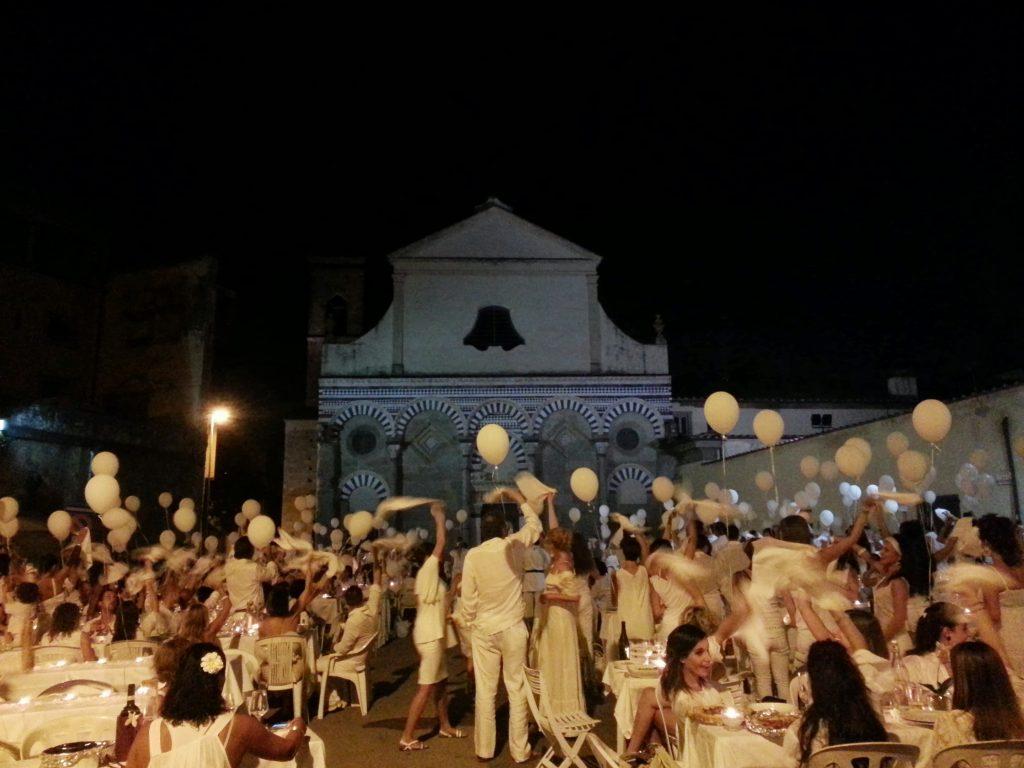 Il Total White Dinner Pistoia 2014 o Cena in Bianco si terrà a Pistoia sabato 6 settembre