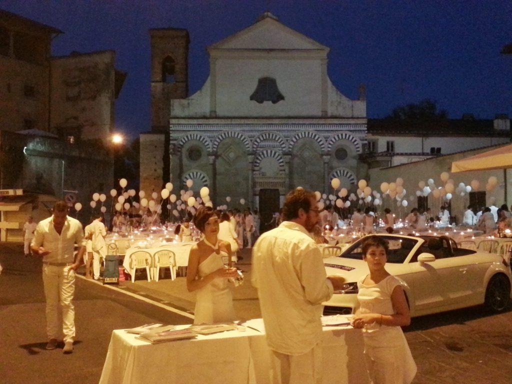 Il Total White Dinner, la Cena in Bianco di Pistoia, è organizzato da Webtitude Eventi