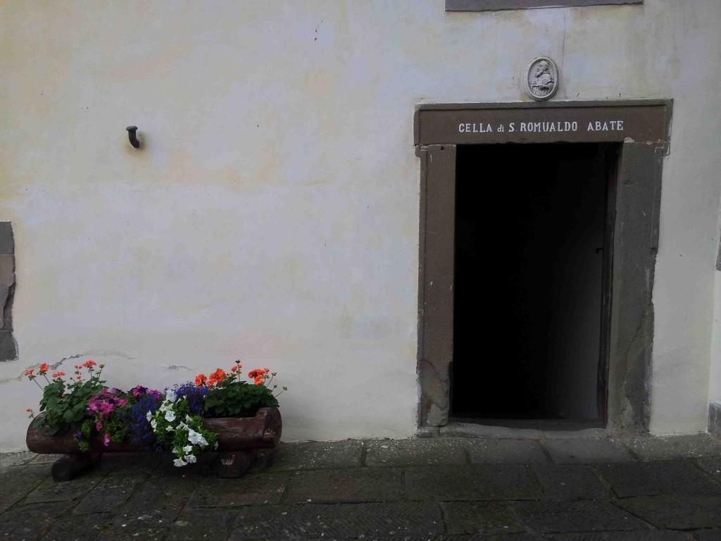 Eremo, ingresso alla cella del santo fondatore S. Romualdo