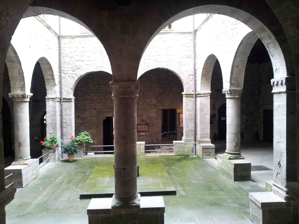 Monastero, ingresso e chiostro di Maldolo XII sec