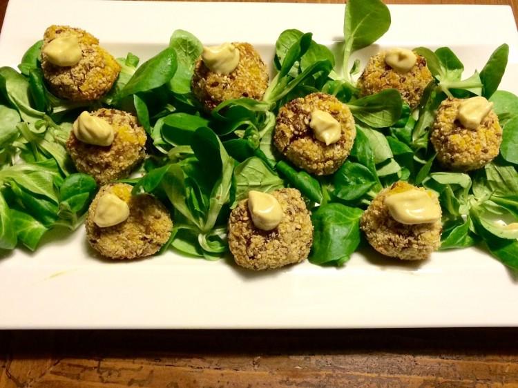 La cucina vegana è ricca di piatti gustosi, sani e semplici come le Polpette vegane al cavolfiore e curry
