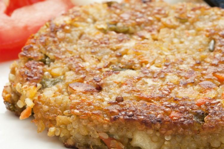 La cucina vegana è ricca di piatti gustosi, sani e semplici come le Polpette vegane di miglio e curry