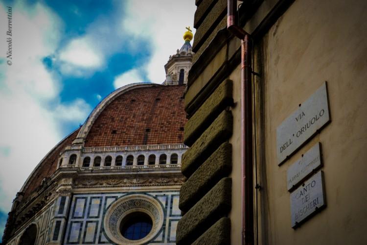 Il Canto dei Bischeri si trova a Firenze vicino a Piazza Duomo