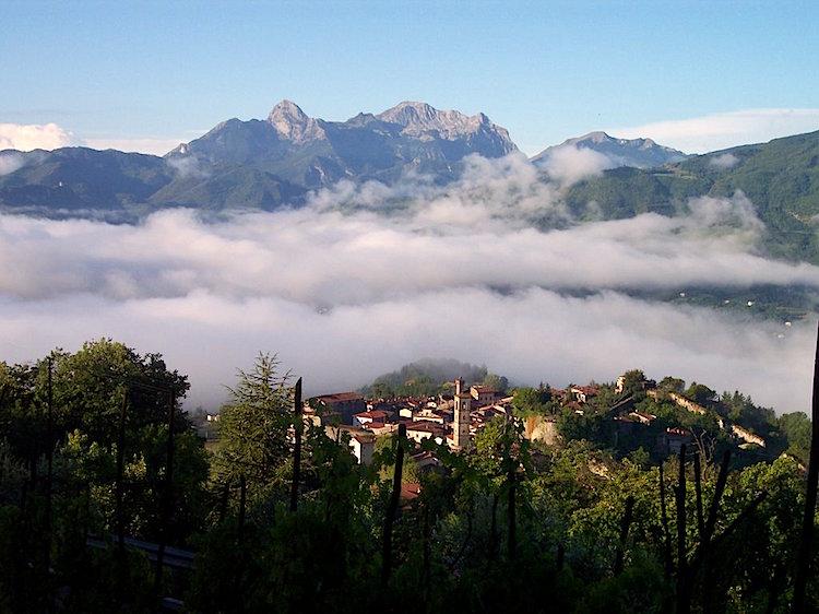 La Garfagnana, Alpi Apuane, è una zona della Toscana da scoprire tra parchi, cucina e antichi borghi per vivere una real tuscan experience