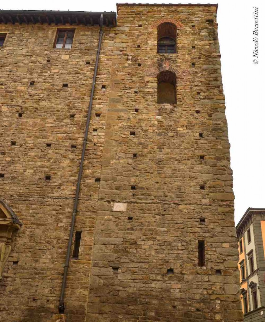 La leggenda della Berta a Firenze: la testa pietrificata nella facciata di Santa Maria Maggiore