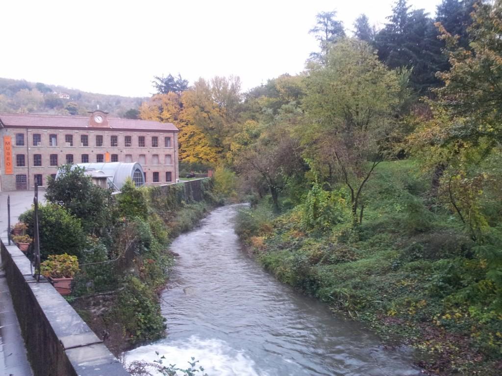 Stia è la sede dell'Antico Lanificio dove è nato il famoso tessuto Panno Casentino