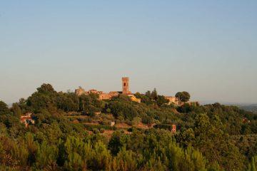 Anche in Toscana esiste un piccolo borgo che si chiama Montecarlo, in provincia di Lucca