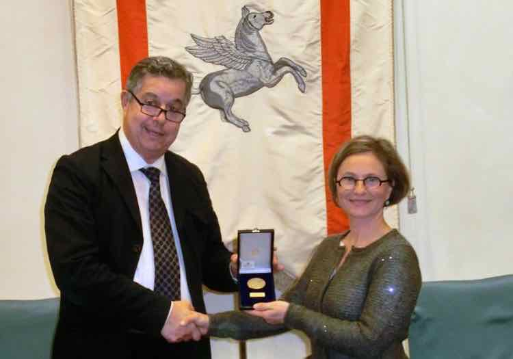 Ilaria Tachis riceve il Pegaso d'Oro per suo padre, l'enologo Giacomo Tachis