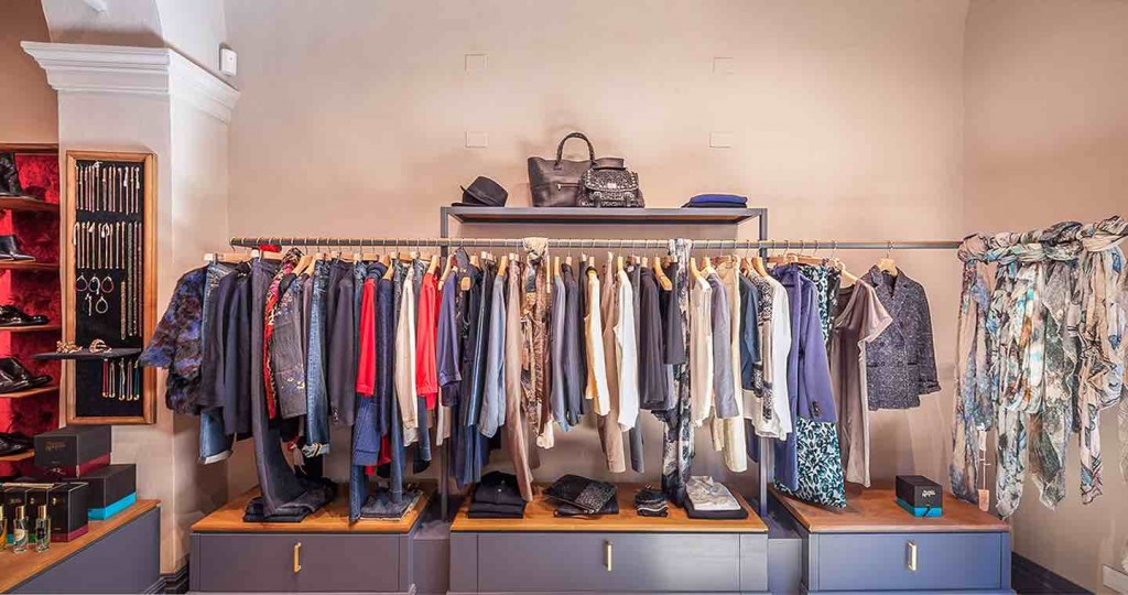 Costanza Fontani è la direttrice di MoiJeJoue,fashion stores a Firenze e Pietrasanta.
