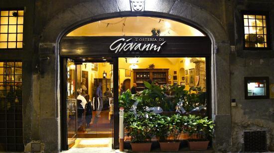 All'Osteria di Giovanni a Firenze, l'ANAG-Assaggiatori Grappe e Acqueviti ha organizzato una degustazione di grappe e cioccolato per la Fiera del Cioccolato