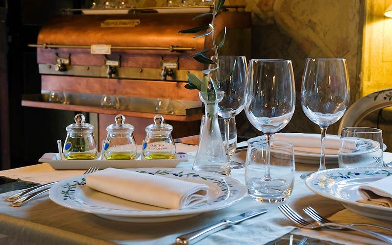 4 aziende agricole e ristoranti che hanno fatto dell'olio extravergine di oliva il loro core businesse: dalla terra al ristorante fino all'Olive Oli Resort