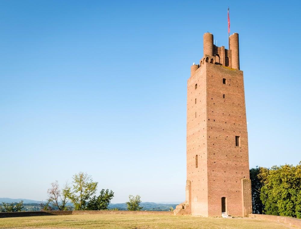 La Rocca di Federico II è un'antica torre nella parte alta del borgo di San Miniato