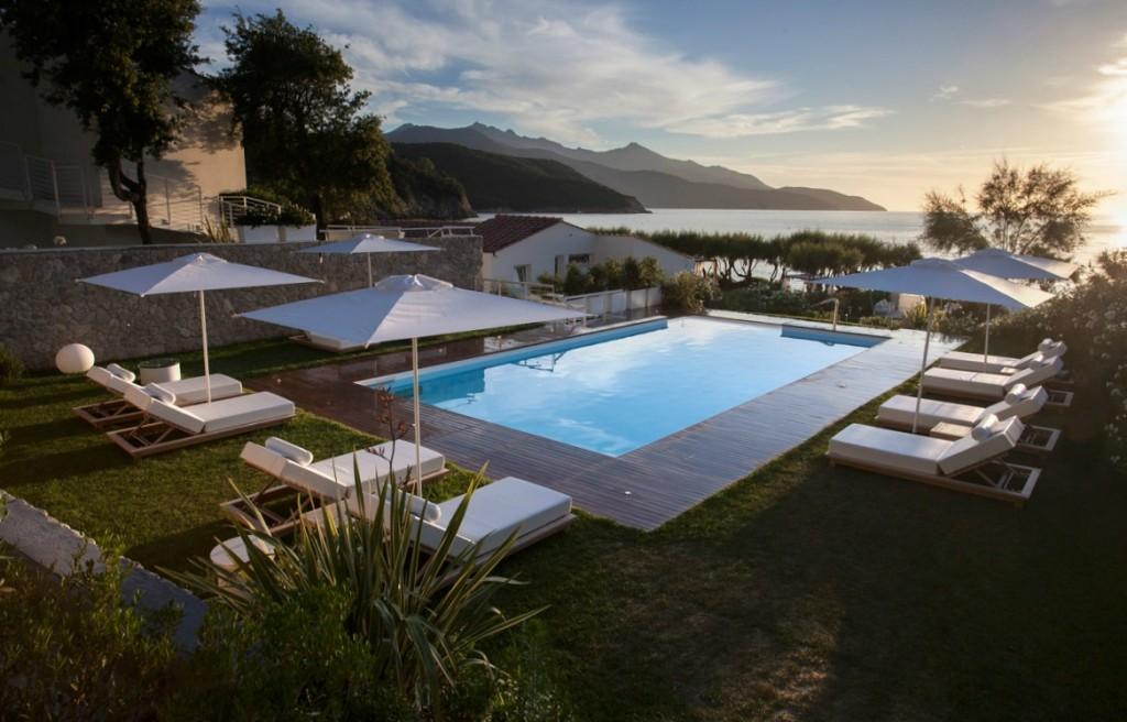 Il Baia Bianca Suites, all'Isola d'Elba, apre la stagione 2015 con un Menù Degustazione Expo al favoloso Baia Bianca Bistrot.