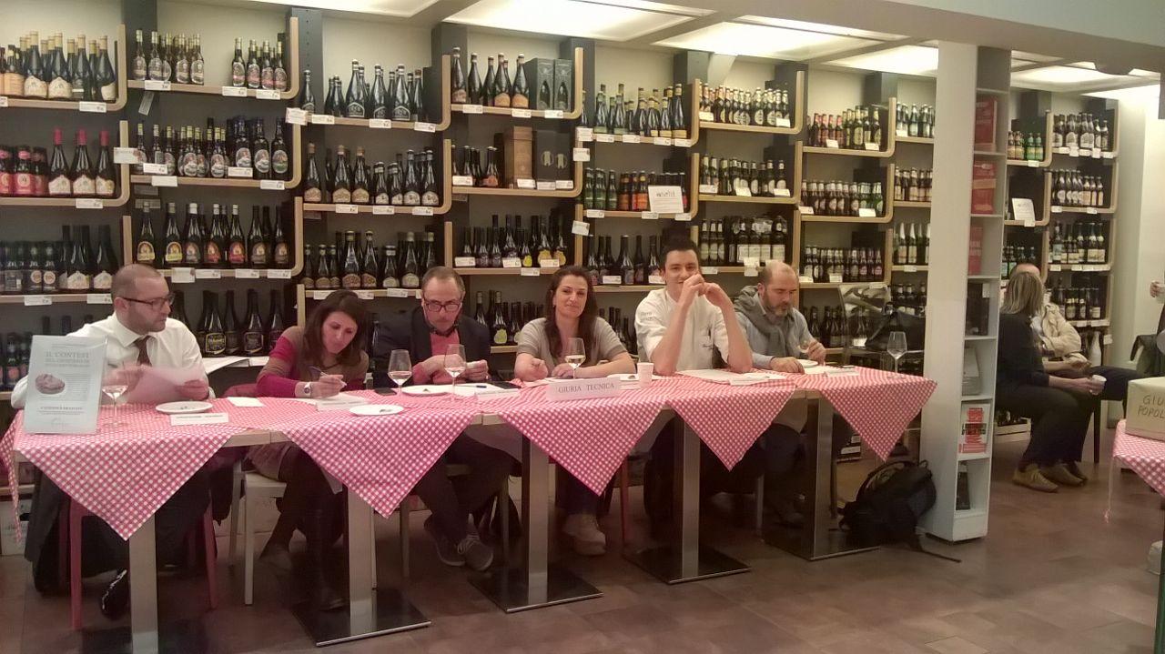 Dieci ristoranti fiorentini hanno accettato la sfida da Eataly per il miglior crostino toscano di fegatini, uno dei piatti tipici della tradizione toscana.