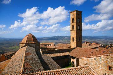 Volterra, in etrusco Velàthri, è una delle più importanti città etrusche toscane.In provincia di Pisa è un luogo ideale dove trascorre un weekend in Toscana