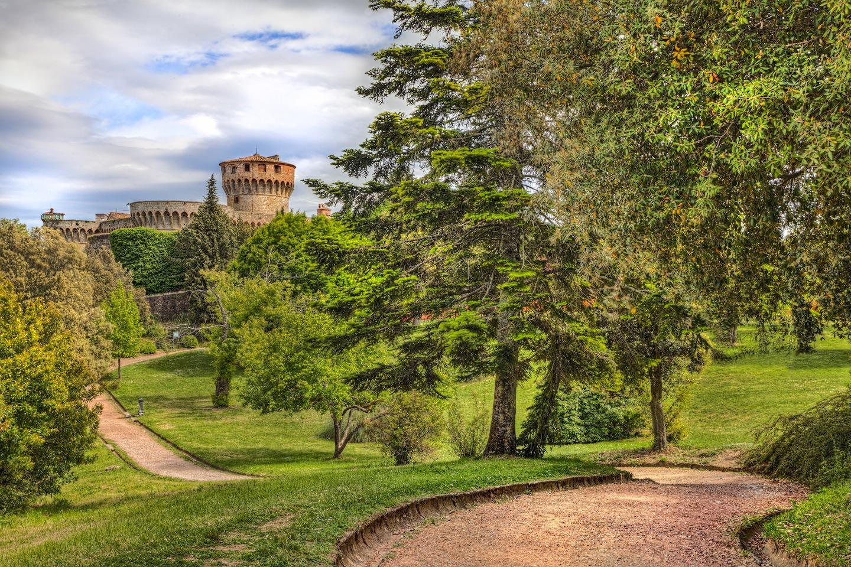 Parco intorno alla Fortezza medicea di Volterra