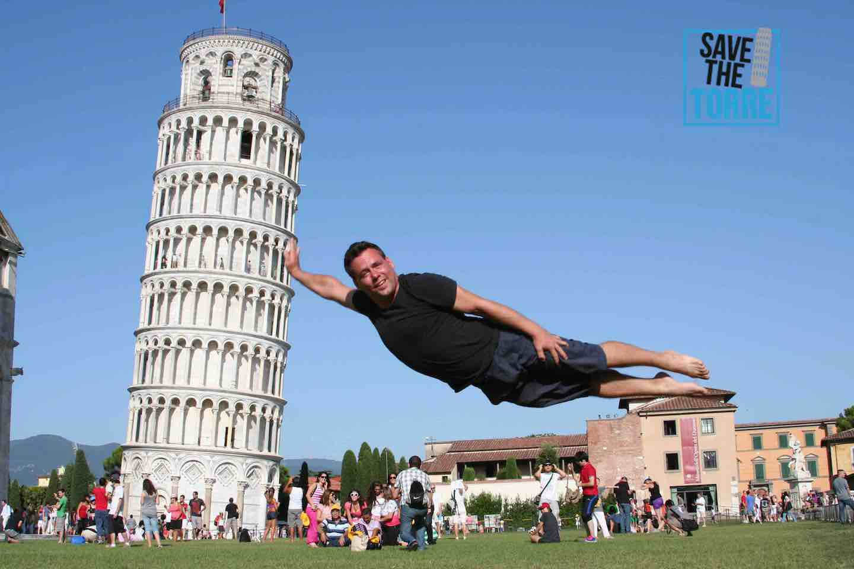 Save The Torre Pisa - Superman