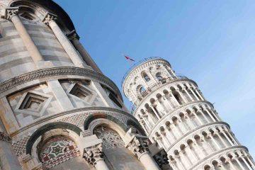 Di torre di Pisa ce n'è una sola...sbagliato! Di torri pendenti a Pisa ce ne sono 3. Tour alla scoperta delle torri di Pisa, partendo da Piazza dei Miracoli