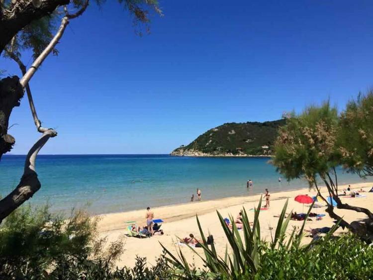 Il Baia Bianca Suites dell' Isola d'Elba, in Toscana è la vacanza perfetta per i bambini, grazie a Kidsclub, piscina riscaldata, spiaggia bianca, kidsmenu