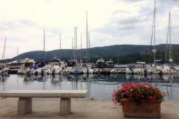 Alla Farmacia Giusti a Porto Azzurro, Isola d'Elba si trovano creme solari e cosmetici home made, preparati galenici e articoli da regalo Made in Tuscany!