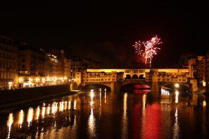 I migliori luoghi da dove vedere i Fochi di San Giovanni a Firenze: dall'Hotel Minerva a Ponte Santa Trinita, dalla Terrazza Brunelleschi all'Easy Living