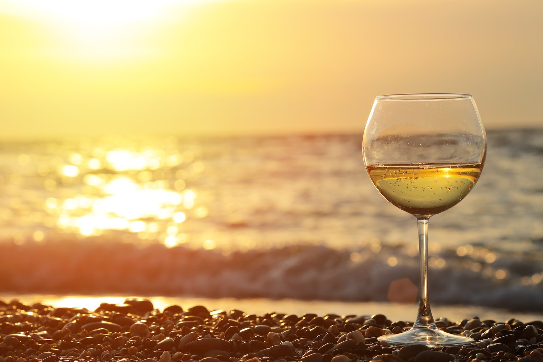 6 ristoranti romantici all'Isola d'Elba affacciati sul mare per una serata speciale: cucina di qualità, terrazze con vista sul tramonto, servizio eccellente